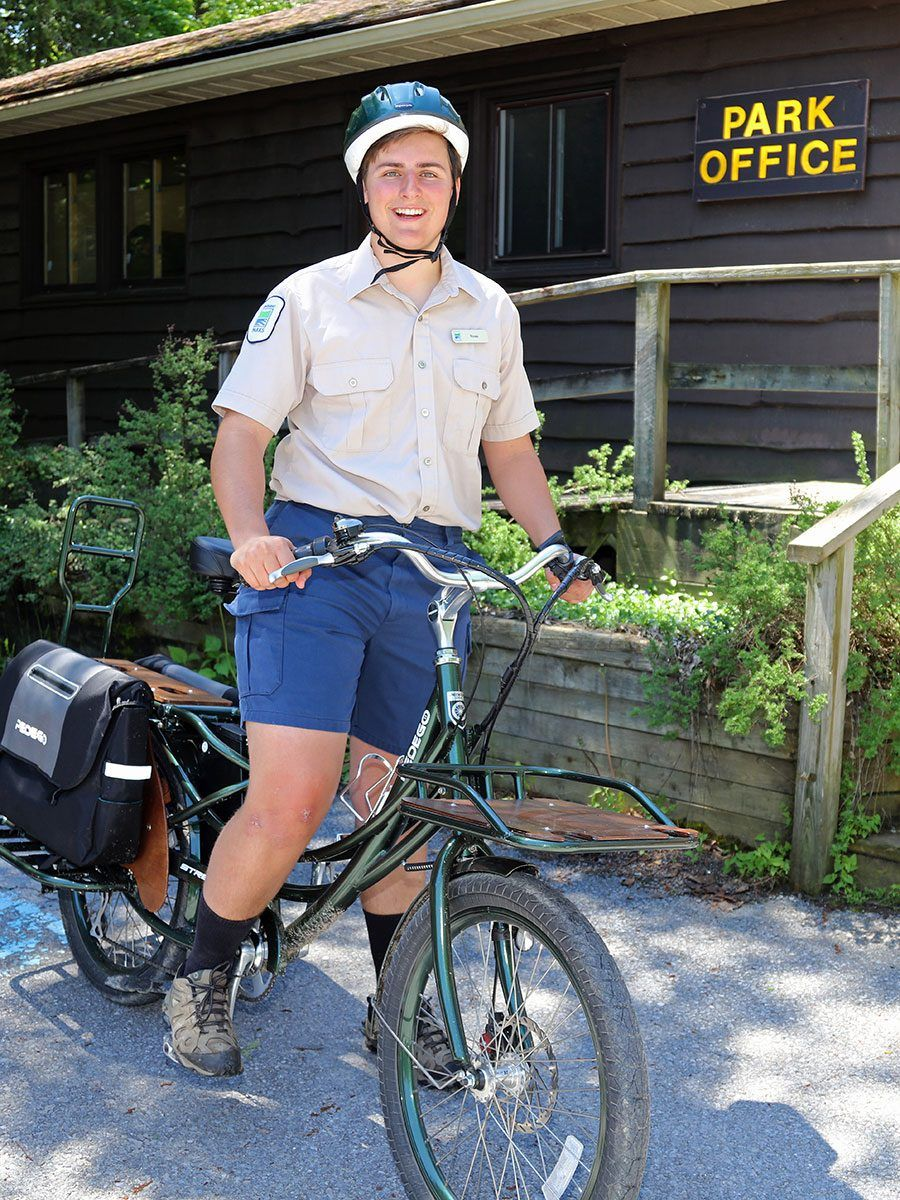 Discovery Guide Fraser Moodey takes a spin on the Stretch Electric Cargo Bike